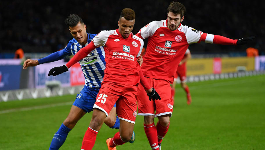 BERLIN, GERMANY - FEBRUARY 16:  Davie Selke of Berlin is challenged by Jean-Philippe Gbamin of Mainz during the Bundesliga match between Hertha BSC and 1. FSV Mainz 05 at Olympiastadion on February 16, 2018 in Berlin, Germany.  (Photo by Stuart Franklin/Bongarts/Getty Images )
