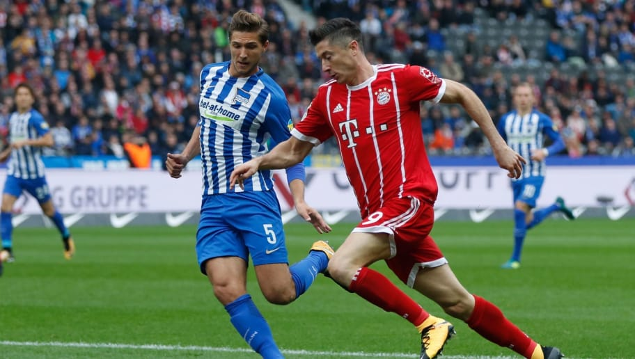 Bayern Munich's Polish forward Robert Lewandowski (R) and Berlin's German defender Niklas Stark vie for the ball during the German first division Bundesliga football match between Hertha Berlin and FC Bayern Munich in Berlin, on October 1, 2017. / AFP PHOTO / Odd ANDERSEN / RESTRICTIONS: DURING MATCH TIME: DFL RULES TO LIMIT THE ONLINE USAGE TO 15 PICTURES PER MATCH AND FORBID IMAGE SEQUENCES TO SIMULATE VIDEO. == RESTRICTED TO EDITORIAL USE == FOR FURTHER QUERIES PLEASE CONTACT DFL DIRECTLY AT + 49 69 650050         (Photo credit should read ODD ANDERSEN/AFP/Getty Images)