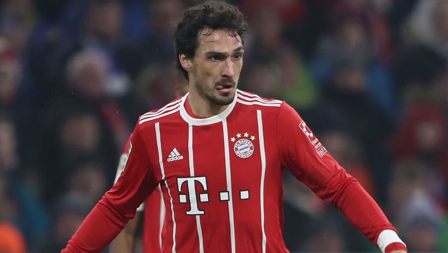 MUNICH, GERMANY - FEBRUARY 10: Mats Hummels of Muenchen controls the ball during the Bundesliga match between FC Bayern Muenchen and FC Schalke 04 at Allianz Arena on February 10, 2018 in Munich, Germany.  (Photo by Alex Grimm/Bongarts/Getty Images)