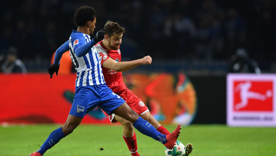 BERLIN, GERMANY - FEBRUARY 16:  Valentino Lazaro of Berlin is challenged by Alexander Hack of Mainz during the Bundesliga match between Hertha BSC and 1. FSV Mainz 05 at Olympiastadion on February 16, 2018 in Berlin, Germany.  (Photo by Stuart Franklin/Bongarts/Getty Images )