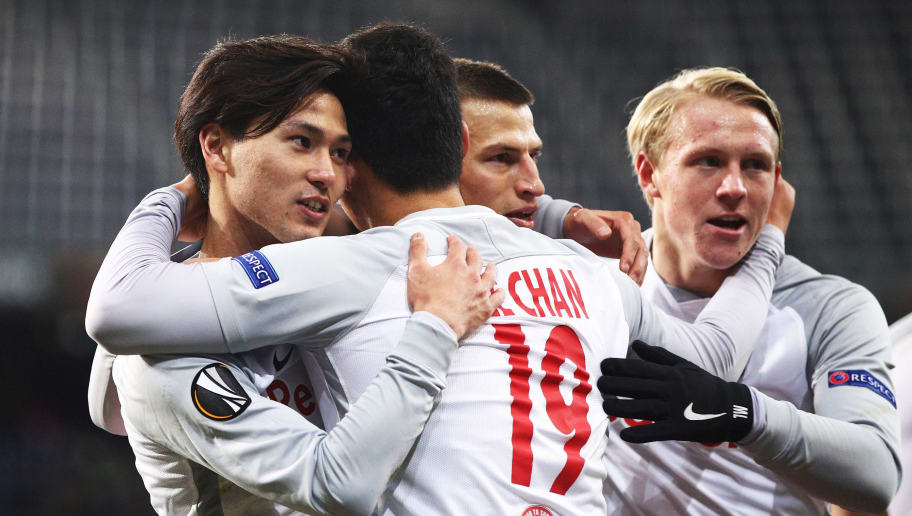 SALZBURG, AUSTRIA - NOVEMBER 23:  Hwang Hee-chan of Red Bull Salzburg is congraluated by Takumi Minamino of Red Bull Salzburg after scoring a goal during the UEFA Europa League group I match between FC Salzburg and Vitoria Guimaraes at Red Bull Arena on November 23, 2017 in Salzburg, Austria.  (Photo by Adam Pretty/Getty Images)