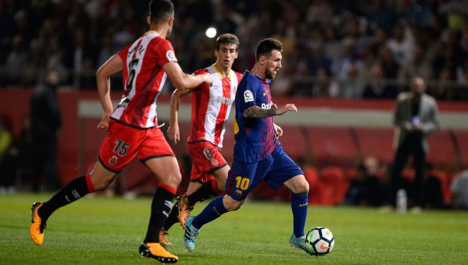 Girona's defender Juanpe Ramirez (L) vies with Barcelona's forward from Argentina Lionel Messi during the Spanish league football match Girona FC vs FC Barcelona at the Montilivi stadium in Girona on September 23, 2017. / AFP PHOTO / Josep LAGO        (Photo credit should read JOSEP LAGO/AFP/Getty Images)