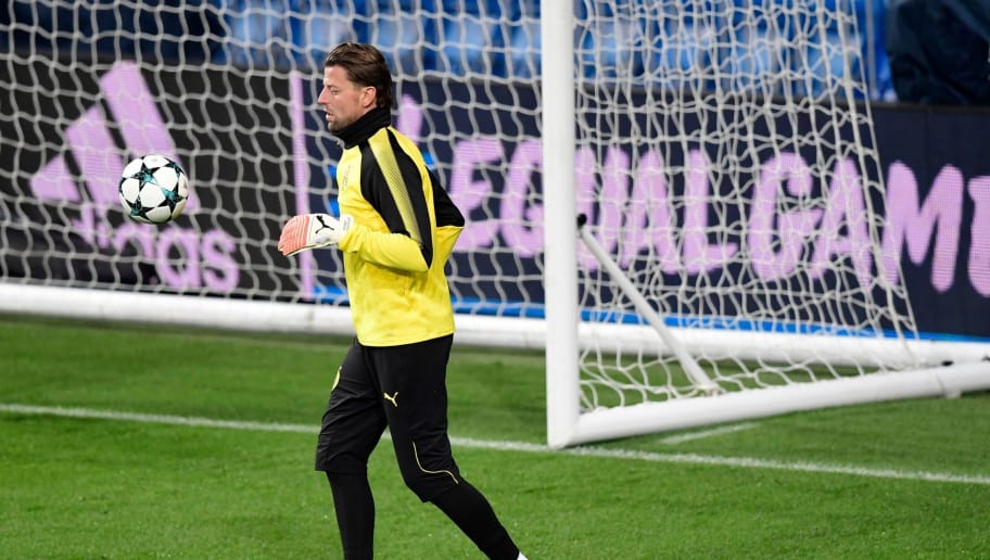 Dortmund's German goalkeeper Roman Weidenfeller attends a training session in Madrid on December 5, 2017 on the eve of the UEFA Champions League group H football match between Real Madrid and Borussia Dortmund. / AFP PHOTO / JAVIER SORIANO        (Photo credit should read JAVIER SORIANO/AFP/Getty Images)
