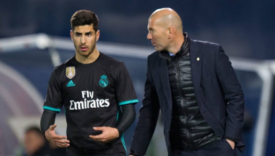 LEGANES, SPAIN - FEBRUARY 21:  Zinedine Zidane, Manager of Real Madrid has a word with Marco Asensio of Real Madrid during the La Liga match between Leganes and Real Madrid at Estadio Municipal de Butarque on February 21, 2018 in Leganes, Spain. (Photo by Denis Doyle/Getty Images )