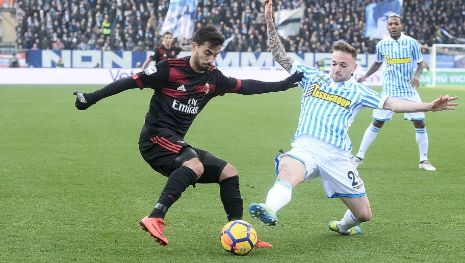 FERRARA, ITALY - FEBRUARY 10: Suso of AC Milan in action during the serie A match between Spal and AC Milan at Stadio Paolo Mazza on February 10, 2018 in Ferrara, Italy.  (Photo by Mario Carlini / Iguana Press/Getty Images)