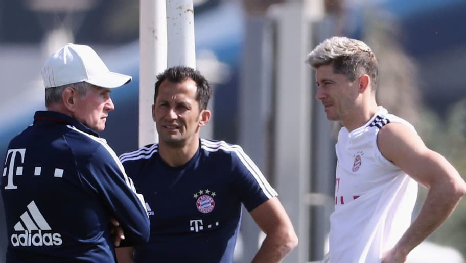 DOHA, QATAR - JANUARY 06: Head coach Jupp Heynckes chats with sport director Hasan Salihamidzic and Robert Lewandowski after a training session on day 5 of the FC Bayern Muenchen training camp at ASPIRE Academy for Sports Excellence on January 6, 2018 in Doha, Qatar.  (Photo by Alex Grimm/Bongarts/Getty Images)