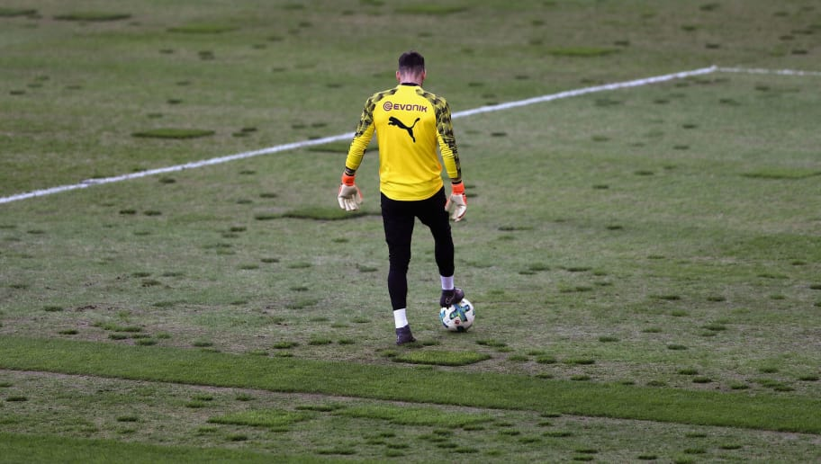 MOENCHENGLADBACH, GERMANY - FEBRUARY 18:  Roman Buerki of Dortmund warms up for the Bundesliga match between Borussia Moenchengladbach and Borussia Dortmund at Borussia-Park on February 18, 2018 in Moenchengladbach, Germany.  (Photo by Alex Grimm/Bongarts/Getty Images)