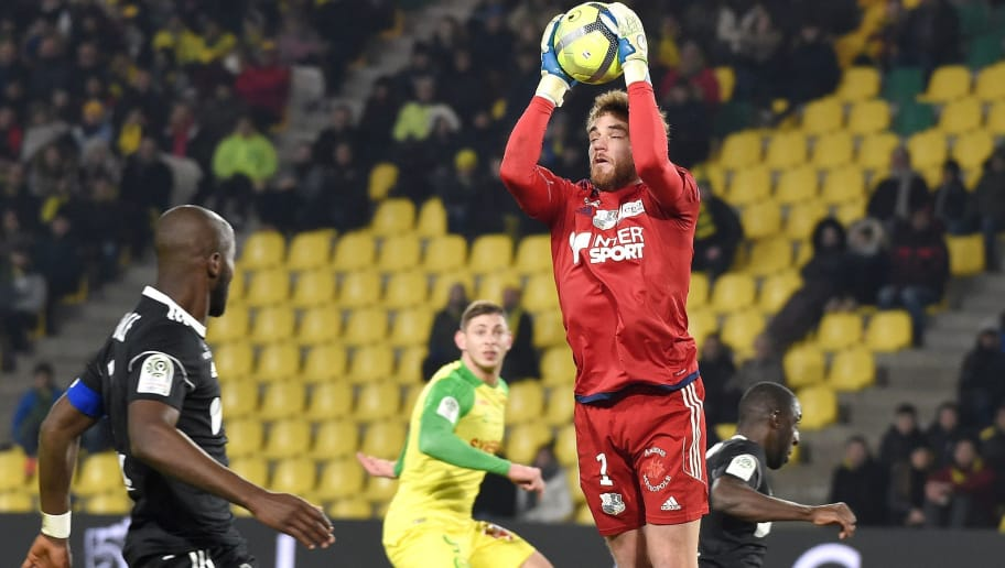 Amiens' French goalkeeper Regis Gurtner (R) catches the ball during the French L1 football match between Nantes and Amiens on February 24, 2018 at the Beaujoire stadium in Nantes, western France.  / AFP PHOTO / JEAN-SEBASTIEN EVRARD        (Photo credit should read JEAN-SEBASTIEN EVRARD/AFP/Getty Images)