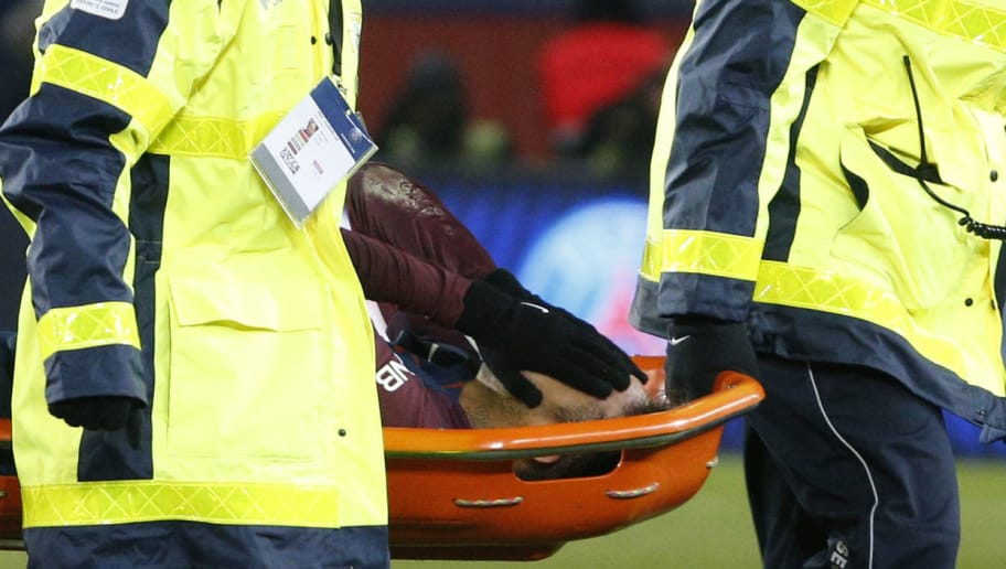 TOPSHOT - Paris Saint-Germain's Brazilian forward Neymar Jr is evacuated on a stretcher during the French L1 football match between Paris Saint-Germain (PSG) and Marseille (OM) at the Parc des Princes in Paris on February 25, 2018.  / AFP PHOTO / GEOFFROY VAN DER HASSELT        (Photo credit should read GEOFFROY VAN DER HASSELT/AFP/Getty Images)