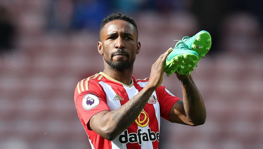 SUNDERLAND, ENGLAND - MAY 13: Jermain Defoe of Sunderland applauds the fans at the end of the match during the Premier League match between Sunderland and Swansea City at Stadium of Light on May 13, 2017 in Sunderland, England. (Photo by Ian MacNicol/Getty Images)