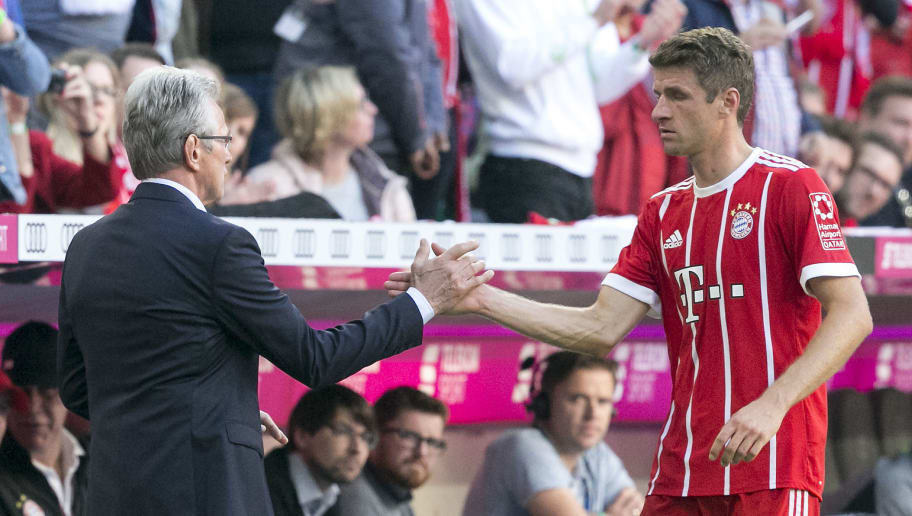 MUNICH, GERMANY - OCTOBER 14: Coach Jupp Heynckes of Muenchen shakes hands with Thomas Mueller of Bayern Muenchen, who is being substituted, during the Bundesliga match between FC Bayern Muenchen and Sport-Club Freiburg at Allianz Arena on October 14, 2017 in Munich, Germany. (Photo by Jan Hetfleisch/Bongarts/Getty Images)