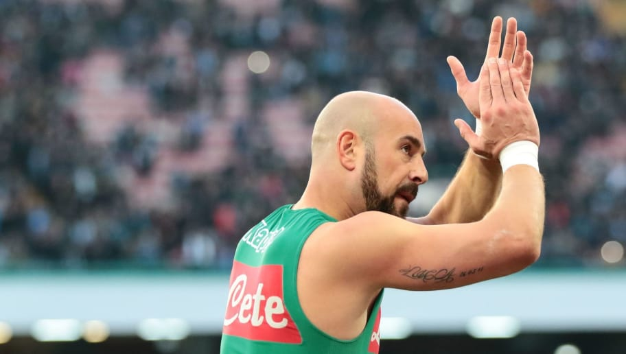 Napoli's Spanish goalkeeper Pepe Reina greets fans at the end of the Italian Serie A football match SSC Napoli vs Bologna FC on January 28, 2018 at the San Paolo Stadium. / AFP PHOTO / CARLO HERMANN        (Photo credit should read CARLO HERMANN/AFP/Getty Images)
