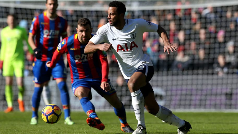 LONDON, ENGLAND - FEBRUARY 25:  Mousa Dembele of Tottenham Hotspur (R) breaks away from James McArthur of Crystal Palace during the Premier League match between Crystal Palace and Tottenham Hotspur at Selhurst Park on February 25, 2018 in London, England.  (Photo by Steve Bardens/Getty Images)