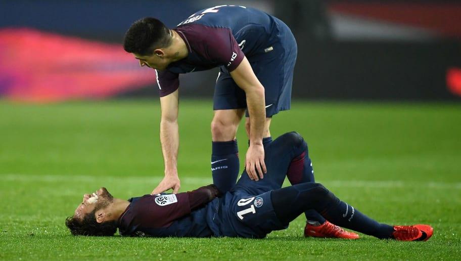 Paris Saint-Germain's Brazilian forward Neymar reacts following an injury during the French L1 football match between Paris Saint-Germain and Caen at the Parc des Princes stadium in Paris on December 20, 2017.  / AFP PHOTO / FRANCK FIFE        (Photo credit should read FRANCK FIFE/AFP/Getty Images)