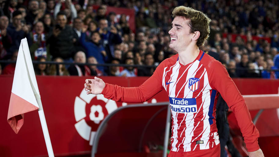 SEVILLE, SPAIN - FEBRUARY 25:  Antoine Griezmann of Atletico Madrid celebrates after scoring his team's second goal during the La Liga match between Sevilla CF and Atletico Madrid at Estadio Ramon Sanchez Pizjuan on February 25, 2018 in Seville, Spain.  (Photo by Aitor Alcalde/Getty Images)