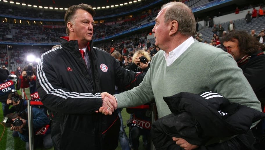 MUNICH, GERMANY - NOVEMBER 25: Coach Louis van Gaal and manager Uli Hoeness of Bayern Muenchen shake hands prior to the UEFA Champions League Group A match between FC Bayern Muenchen and Maccabi Haifa at Allianz Arena on November 25, 2009 in Munich, Germany. (Photo by Alexander Hassenstein/Bongarts/Getty Images)
