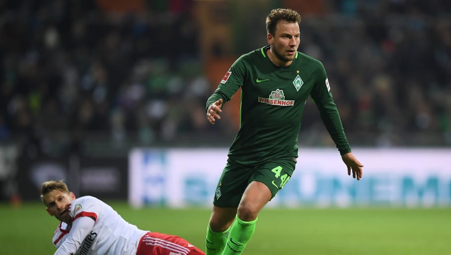 BREMEN, GERMANY - FEBRUARY 24: Philipp Bargfrede of Bremen (r) is able to shake off Aaron Hunt of Hamburg during the Bundesliga match between SV Werder Bremen and Hamburger SV at Weserstadion on February 24, 2018 in Bremen, Germany. (Photo by Lukas Schulze/Bongarts/Getty Images)