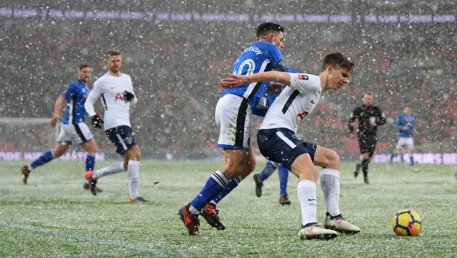 LONDON, ENGLAND - FEBRUARY 28: Juan Foyth of Tottenham Hotspur protects the ball from Ian Henderson of Rochdale during the Emirates FA Cup Fifth Round Replay match between Tottenham Hotspur and Rochdale on February 28, 2018 in London, United Kingdom.  (Photo by Shaun Botterill/Getty Images)