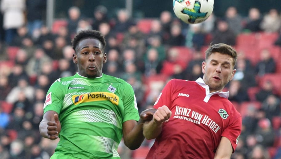HANOVER, GERMANY - FEBRUARY 24: Reece Oxford (L) of Moenchengladbach and Niclas Fuellkrug of Hannover head for the ball during the Bundesliga match between Hannover 96 and Borussia Moenchengladbach at HDI-Arena on February 24, 2018 in Hanover, Germany. (Photo by Thomas Starke/Bongarts/Getty Images)