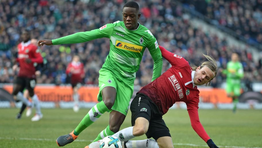 HANOVER, GERMANY - FEBRUARY 24: Iver Fossum (R) of Hannover tackles Denis Zakaria of Moenchengladbach during the Bundesliga match between Hannover 96 and Borussia Moenchengladbach at HDI-Arena on February 24, 2018 in Hanover, Germany. (Photo by Thomas Starke/Bongarts/Getty Images)