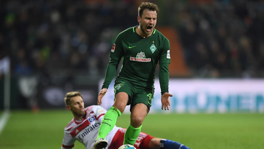 BREMEN, GERMANY - FEBRUARY 24: Philipp Bargfrede of Bremen (r) screams as he shakea off Aaron Hunt of Hamburg during the Bundesliga match between SV Werder Bremen and Hamburger SV at Weserstadion on February 24, 2018 in Bremen, Germany. (Photo by Lukas Schulze/Bongarts/Getty Images)