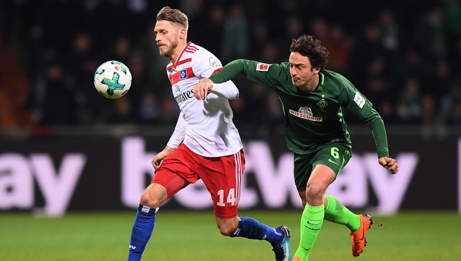 BREMEN, GERMANY - FEBRUARY 24: Aaron Hunt of Hamburg (l) is chased by Thomas Delaney of Bremen during the Bundesliga match between SV Werder Bremen and Hamburger SV at Weserstadion on February 24, 2018 in Bremen, Germany. (Photo by Lukas Schulze/Bongarts/Getty Images)