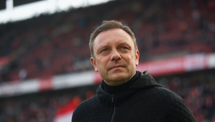 COLOGNE, GERMANY - FEBRUARY 17:  Head coach Andre Breitenreiter of Hannover looks on prior to the Bundesliga match between 1. FC Koeln and Hannover 96 at RheinEnergieStadion on February 17, 2018 in Cologne, Germany.  (Photo by Alex Grimm/Bongarts/Getty Images)