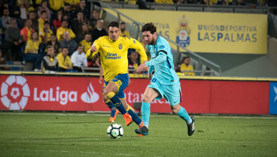 Barcelona's Argentinian forward Lionel Messi (R) vies with Las Palmas' defender Ximo Navarro Jimenez (L) during the Spanish league football match UD Las Palmas vs FC Barcelona at the Gran Canaria stadium in Las Palmas de Gran Canaria on March 01, 2018. / AFP PHOTO / DESIREE MARTIN        (Photo credit should read DESIREE MARTIN/AFP/Getty Images)
