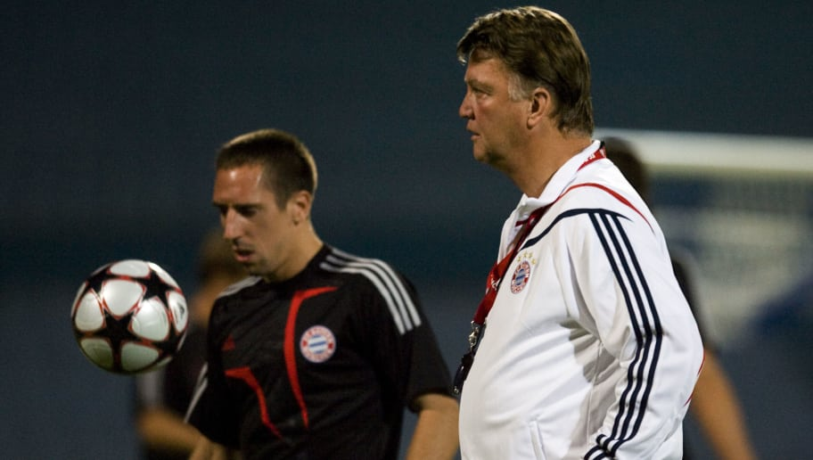 RAMAT GAN, ISRAEL - SEPTEMBER 14: (ISRAEL OUT) Head coach Louis Van Gaal and Franck Ribery of FC Bayern Munich during a training session ahead of their Champions League match against Macabi Haifa on September 14, 2009 in Ramat Gan, Israel.  (Photo by Uriel Sinai/Getty Images)