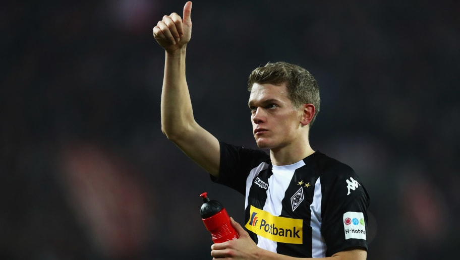COLOGNE, GERMANY - JANUARY 14:  Matthias Ginter of Borussia Monchengladbach thanks the fans after defeat in the Bundesliga match between 1. FC Koeln and Borussia Moenchengladbach at RheinEnergieStadion on January 14, 2018 in Cologne, Germany.  (Photo by Dean Mouhtaropoulos/Bongarts/Getty Images)