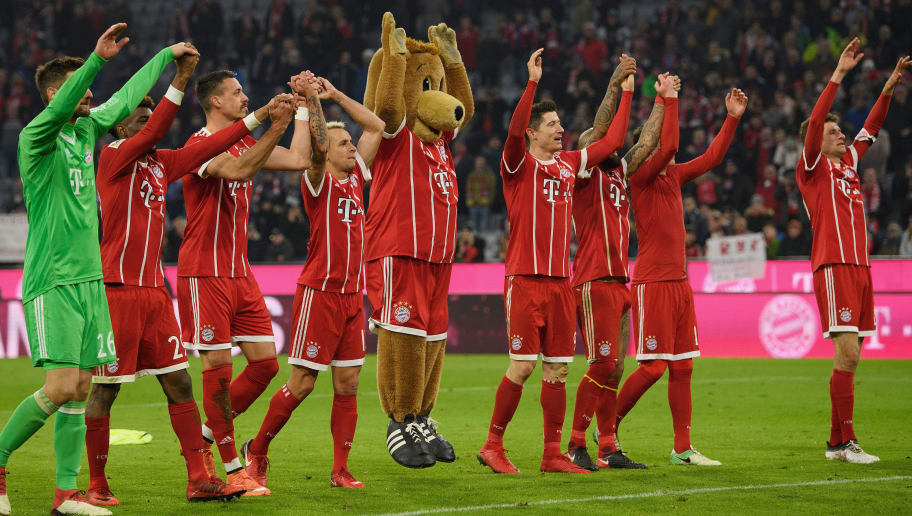 MUNICH, GERMANY - JANUARY 27: The players of FC Bayern Muenchen celebrate with the fans after the Bundesliga match between FC Bayern Muenchen and TSG 1899 Hoffenheim at Allianz Arena on January 27, 2018 in Munich, Germany. (Photo by Matthias Hangst/Bongarts/Getty Images)