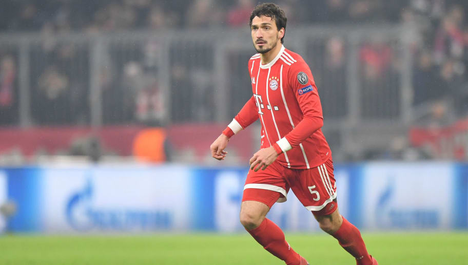 MUNICH, GERMANY - FEBRUARY 20: Mats Hummels of Bayern Muenchen plays the ball during the UEFA Champions League Round of 16 First Leg match between Bayern Muenchen and Besiktas at Allianz Arena on February 20, 2018 in Munich, Germany. (Photo by Sebastian Widmann/Bongarts/Getty Images)