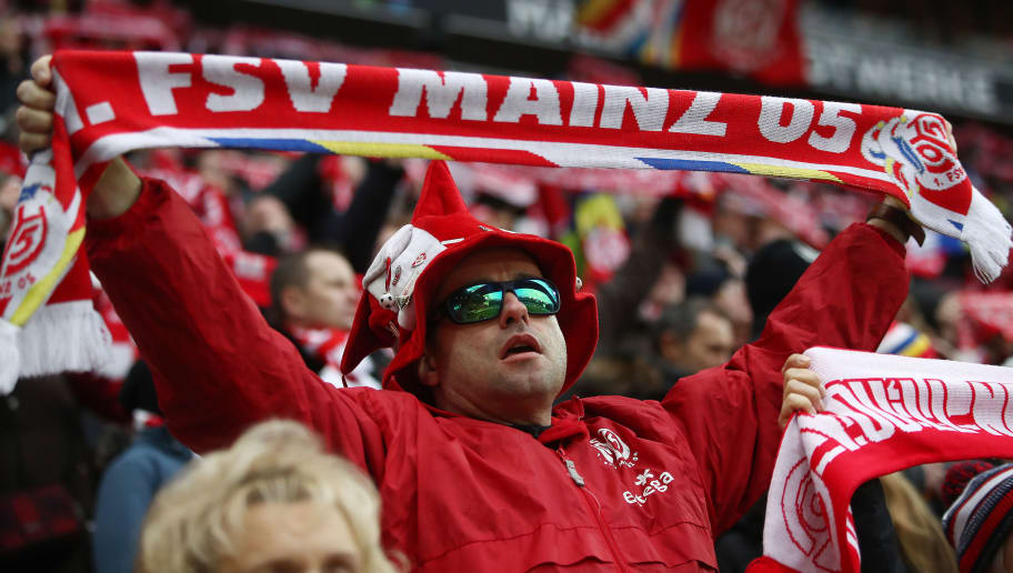 MAINZ, GERMANY - FEBRUARY 03: A supporter of Mainz singes and waves his scarf before the Bundesliga match between 1. FSV Mainz 05 and FC Bayern Muenchen at Opel Arena on February 3, 2018 in Mainz, Germany. (Photo by Alex Grimm/Bongarts/Getty Images)