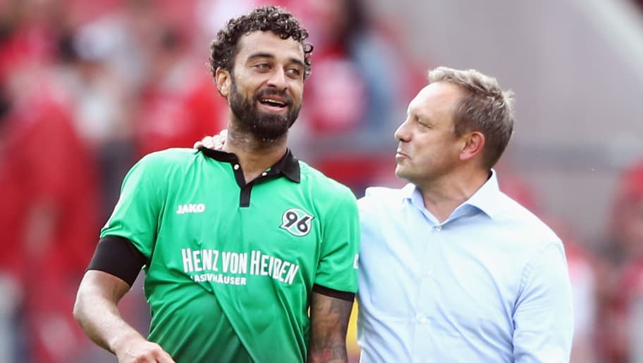 MAINZ, GERMANY - AUGUST 19: Head coach Andre Breitenreiter of Hannover chats with Felipe after the Bundesliga match between 1. FSV Mainz 05 and Hannover 96 at Opel Arena on August 19, 2017 in Mainz, Germany.  (Photo by Alex Grimm/Bongarts/Getty Images)