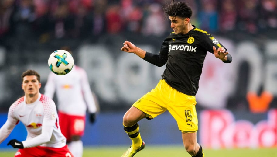 Dortmund's German midfielder Mahmoud Dahoud (R) plays the ball during the German first division Bundesliga football match RB Leipzig vs Borussia Dortmund in Leipzig, eastern Germany, on March 3, 2018. / AFP PHOTO / ROBERT MICHAEL / RESTRICTIONS: DURING MATCH TIME: DFL RULES TO LIMIT THE ONLINE USAGE TO 15 PICTURES PER MATCH AND FORBID IMAGE SEQUENCES TO SIMULATE VIDEO. == RESTRICTED TO EDITORIAL USE == FOR FURTHER QUERIES PLEASE CONTACT DFL DIRECTLY AT + 49 69 650050         (Photo credit should read ROBERT MICHAEL/AFP/Getty Images)