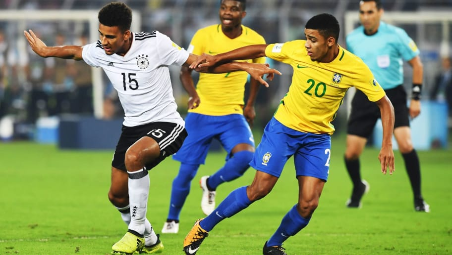 Josha Vagnoman (L) of Germany and Brenner of Brazil compete for the ball during the quarterfinal football match of the FIFA U-17 World Cup at the Vivekananda Yuba Bharati Krirangan stadium in Kolkata on October 22, 2017. The FIFA U-17 Football World Cup is taking place in India from October 6 to 28. / AFP PHOTO / Dibyangshu SARKAR        (Photo credit should read DIBYANGSHU SARKAR/AFP/Getty Images)