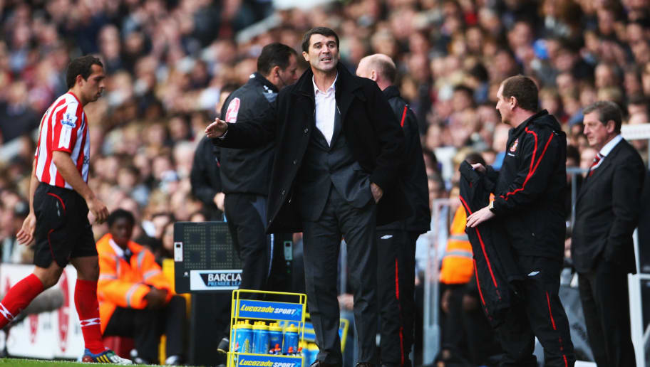 LONDON - OCTOBER 18:  Sunderland Manager Roy Keane gives instructions during the Barclays Premier League match between Fulham and Sunderland at Craven Cottage on October 18, 2008 in London, England.  (Photo by Phil Cole/Getty Images)