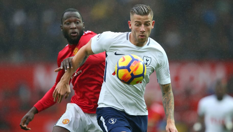 MANCHESTER, UNITED KINGDOM - OCTOBER 28: Romelu Lukaku of Manchester United and Toby Alderweireld of Tottenham Hotspur battle for possession during the Premier League match between Manchester United and Tottenham Hotspur at Old Trafford on October 28, 2017 in Manchester, England.  (Photo by Alex Livesey/Getty Images)