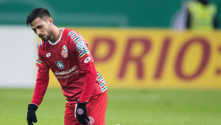 FRANKFURT AM MAIN, GERMANY - FEBRUARY 07: Danny Latza of Mainz reacts during the DFB Cup quarter final match between Eintracht Frankfurt and 1. FSV Mainz 05 at Commerzbank-Arena on February 7, 2018 in Frankfurt am Main, Germany. (Photo by Simon Hofmann/Bongarts/Getty Images)