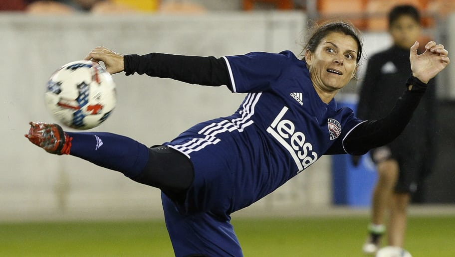 HOUSTON, TX - DECEMBER 16:  Mia Hamm warms up before the Kick In For Houston Charity Soccer Match at BBVA Compass Stadium on December 16, 2017 in Houston, Texas.  (Photo by Bob Levey/Getty Images for FOX Sports )