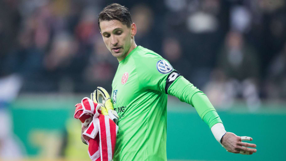 FRANKFURT AM MAIN, GERMANY - FEBRUARY 07: Goalkeeper Rene Adler of Mainz reacts during the DFB Cup quarter final match between Eintracht Frankfurt and 1. FSV Mainz 05 at Commerzbank-Arena on February 7, 2018 in Frankfurt am Main, Germany. (Photo by Simon Hofmann/Bongarts/Getty Images)