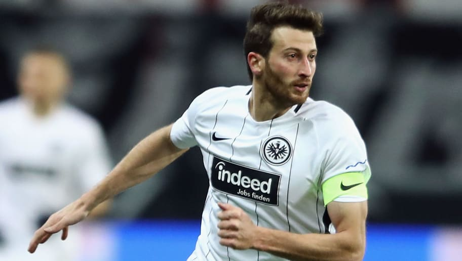FRANKFURT AM MAIN, GERMANY - DECEMBER 09: David Abraham of Frankfurt controls the ball during the Bundesliga match between Eintracht Frankfurt and FC Bayern Muenchen at Commerzbank-Arena on December 9, 2017 in Frankfurt am Main, Germany.  (Photo by Alex Grimm/Bongarts/Getty Images)