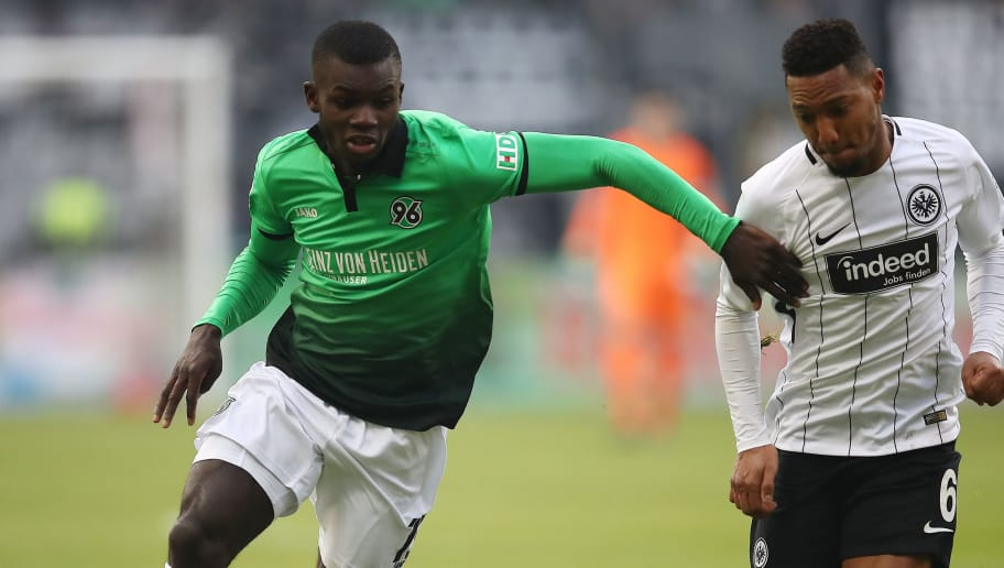 FRANKFURT AM MAIN, GERMANY - MARCH 03: Ihlas Bebou of Hannover (l) fights for the ball with Jonathan de Guzman of Frankfurt during the Bundesliga match between Eintracht Frankfurt and Hannover 96 at Commerzbank-Arena on March 3, 2018 in Frankfurt am Main, Germany. (Photo by Maja Hitij/Bongarts/Getty Images)