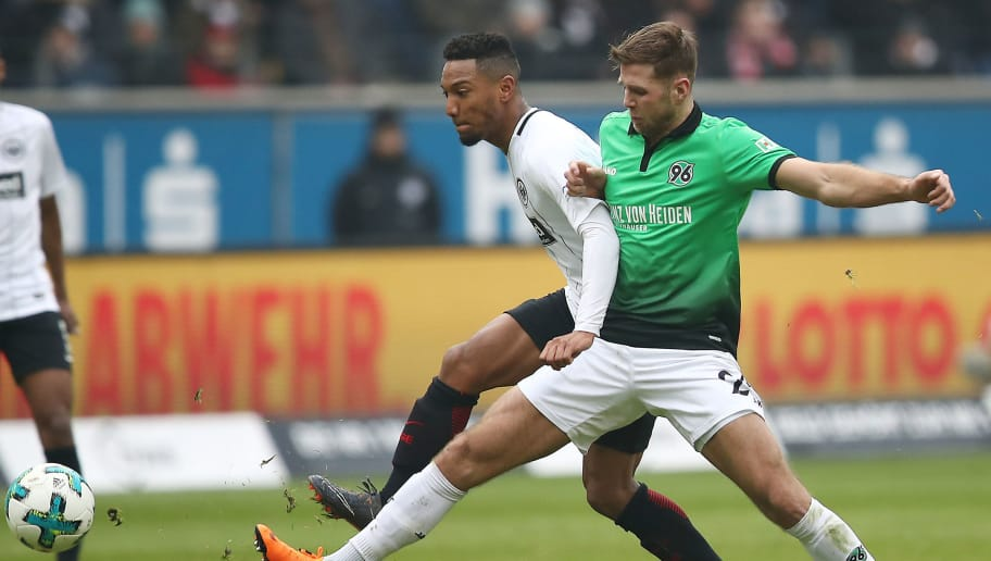 FRANKFURT AM MAIN, GERMANY - MARCH 03: Jonathan de Guzman of Frankfurt (l) fights for the ball with Niclas Fuellkrug of Hannover during the Bundesliga match between Eintracht Frankfurt and Hannover 96 at Commerzbank-Arena on March 3, 2018 in Frankfurt am Main, Germany. (Photo by Maja Hitij/Bongarts/Getty Images)