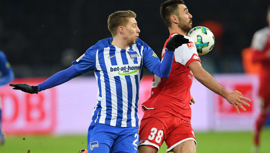 BERLIN, GERMANY - FEBRUARY 16:  Mitchell Weiser of Berlin is challenged by Gerrit Holtmann of Mainz during the Bundesliga match between Hertha BSC and 1. FSV Mainz 05 at Olympiastadion on February 16, 2018 in Berlin, Germany.  (Photo by Stuart Franklin/Bongarts/Getty Images )