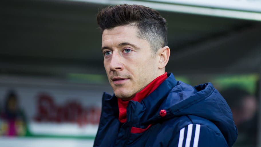 FREIBURG IM BREISGAU, GERMANY - MARCH 04: Robert Lewandowski of Muenchen looks on as he walks to the sub's bench during the Bundesliga match between Sport-Club Freiburg and FC Bayern Muenchen at Schwarzwald-Stadion on March 4, 2018 in Freiburg im Breisgau, Germany. (Photo by Simon Hofmann/Bongarts/Getty Images)
