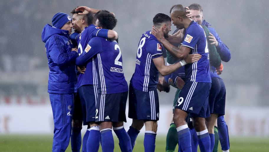 MAINZ, GERMANY - MARCH 09:  Players of Schalke celebrate after winning the Bundesliga match between 1. FSV Mainz 05 and FC Schalke 04 at Opel Arena on March 9, 2018 in Mainz, Germany.  (Photo by Alex Grimm/Bongarts/Getty Images)