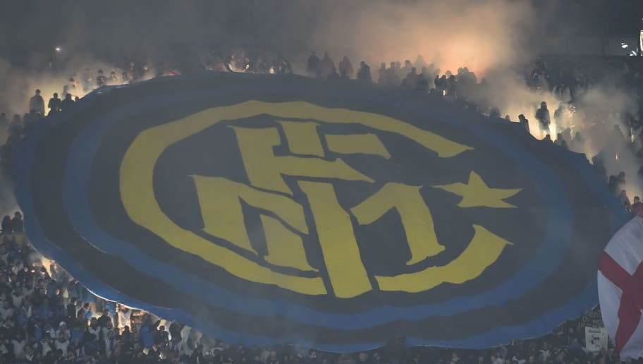 TOPSHOT - Inter Milan's supporters light flares during the Italian Serie A football match AC Milan Vs Inter Milan on November 20, 2016 at the 'San Siro Stadium' in Milan.  / AFP / GIUSEPPE CACACE        (Photo credit should read GIUSEPPE CACACE/AFP/Getty Images)
