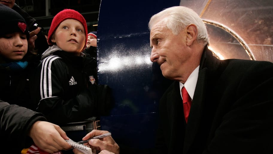 SALZBURG, AUSTRIA - FEBRUARY 13:  Giovanni Trapattoni (R), headcoach of Red Bull Salzburg signs autographs during  the Red Bulls Cup  match between Red Bull Salzburg and Bayern Munich at the Bullen Arena on February 13, 2007 in Salzburg, Austria.  (Photo by Johannes Simon/Bongarts/Getty Images)