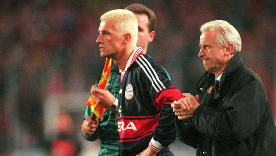 GERMANY - MARCH 22:  1. BUNDESLIGA 97/98 BAYERN MUENCHEN; Thomas STRUNZ, Trainer Giovanni TRAPATTONI  (Photo by Martin Rose/Bongarts/Getty Images)
